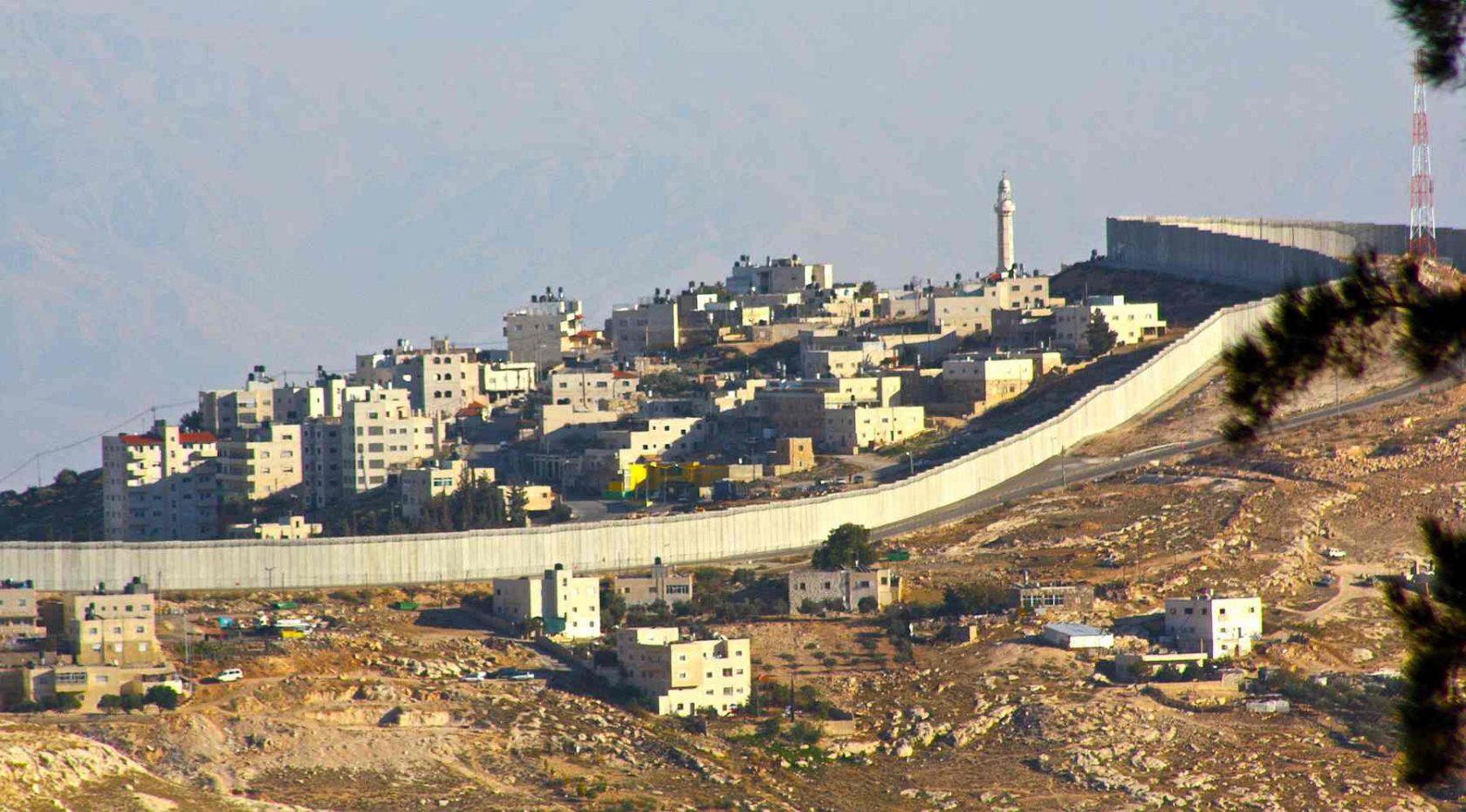 "HRW: contro i Palestinesi ""crimine di apartheid"""