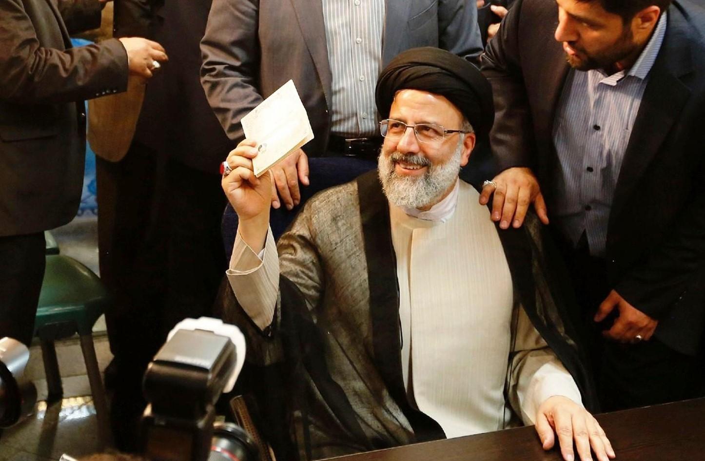Iran urne boicottate ma vittoria del peggiore