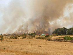 Sardegna, nel paese assediato dagli incendi