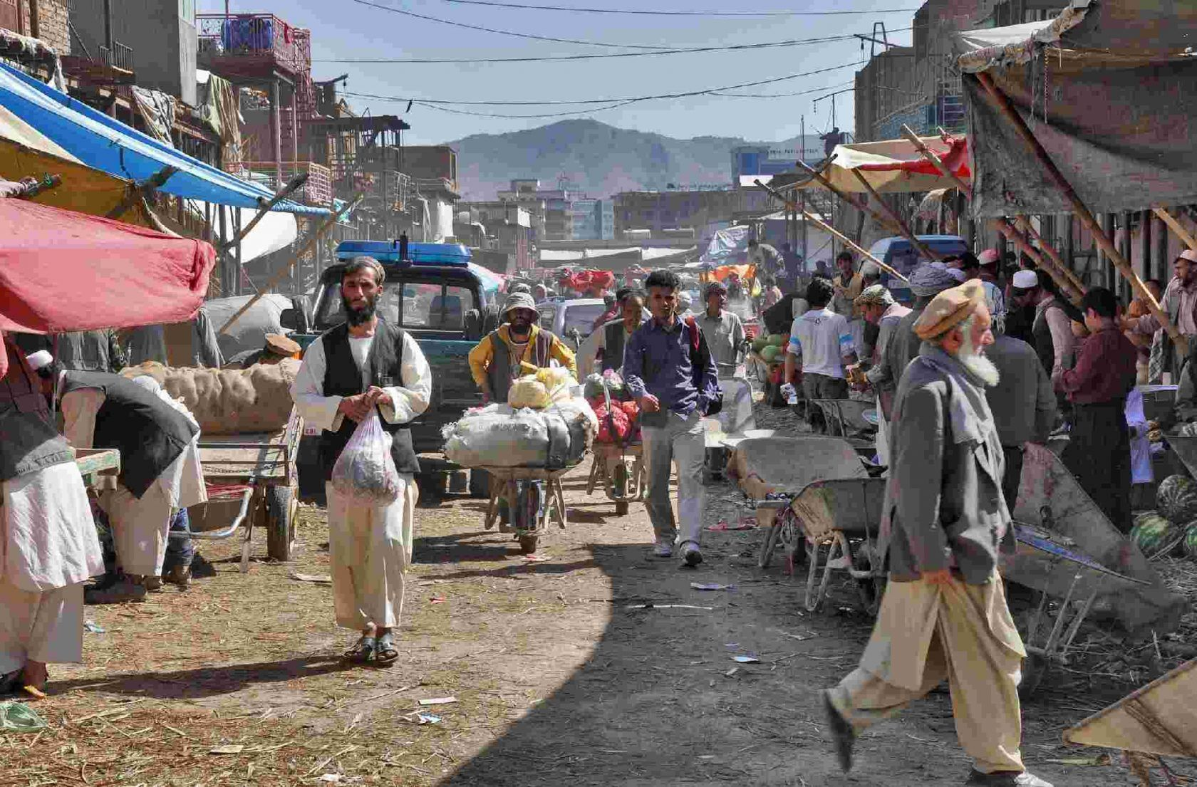 Talebani a Kabul, un blitz e i suoi misteri